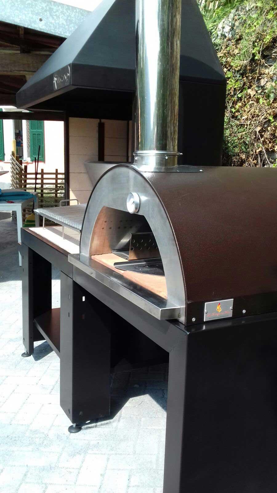 Barbecue con forno a legna la bottega del fuoco sede unica di ceriale for Termostufe a legna con forno