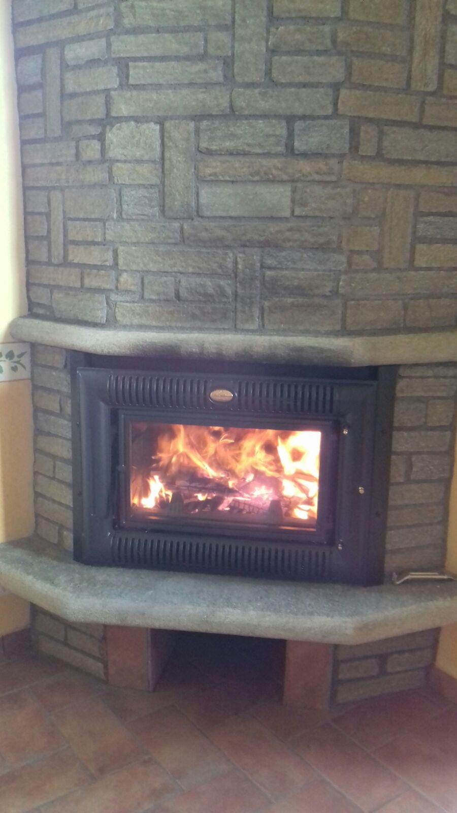 Installazione inserto a legna jotul la bottega del fuoco sede unica di ceriale - Installazione termocucina a legna ...