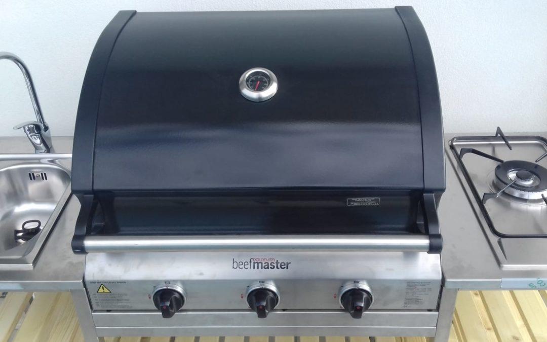 Cucina modulare da esterno con barbecue