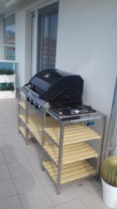 Cucina con barbecue esterno