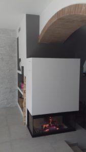 Realizzazione di installazione camino/monoblocco a legna modello MCZ Forma Wood. A Toirano (Sv)