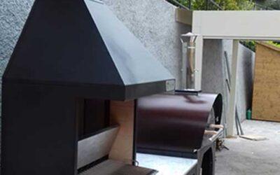 Realizzazione di cucina da esterno completa con barbecue a legna